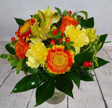 Średni bukiet pomarańczowo-czerwony z 3 rodzajów kwiatów (alstromeria, róża, gerbera (1)