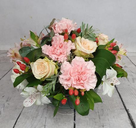 Kompozycja kwiatów ciętych w naczyniu szklanym (1)