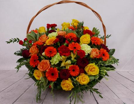 Duży kosz kwiatowy - 3 rodzaje kwiatów (gerbera, róża, goździk) (1)