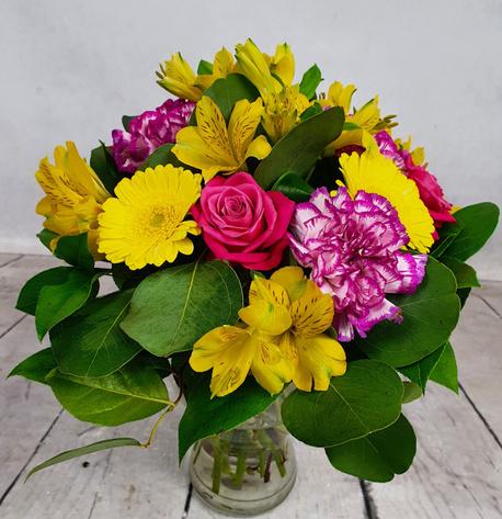 Średni bukiet (żółto-różowy) z 4 rodzajów kwiatów (gerbera, róża, goździk, alstromeria) (1)