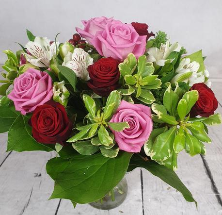Mały bukiet z różami w 2 kolorach (1)