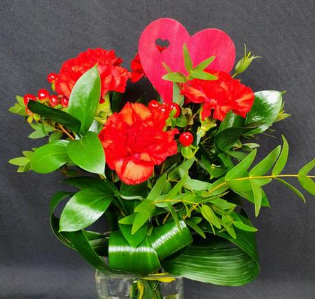Bukiet mały czerwony z goździkiem (1)