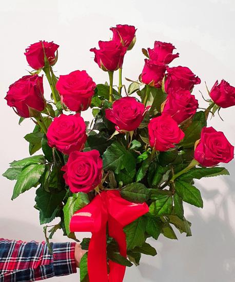 Średni bukiet z róż - 21 szt. (około 70-80 cm) (1)