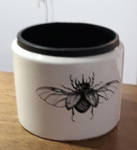 Osłonka / donica czarna z muchą średnia ø12cm, wys.11cm (1)