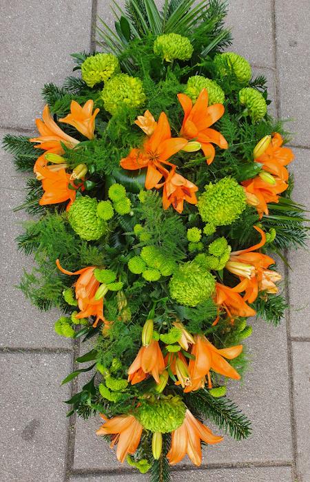 Średnia wiązanka pogrzebowa na świerku (1)