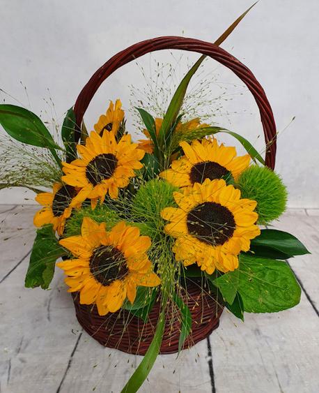 Średni kosz kwiatowy ze słonecznikami (1)