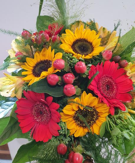 Średni bukiet letni (3 gatunki kwiatów - słonecznik, gerbera, alstromeria) (1)