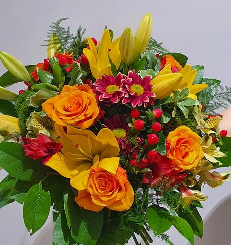 Duży bukiet z 4 rodzajów kwiatów (róża, lilia, alstromeria, chryzantema) (1)