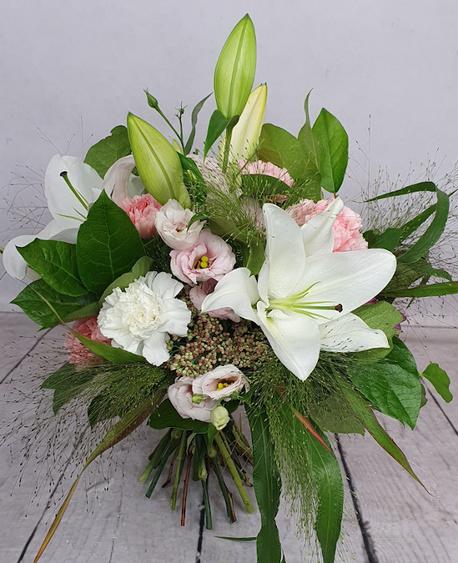 Mały bukiet z biała lilią (1)